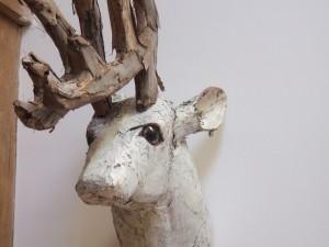 un faux trophée car nous aimons les animaux aux gîtes du Lodge !